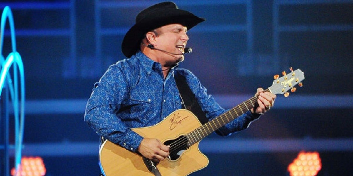 Garth Brooks – Much too young (to feel this damn old)
