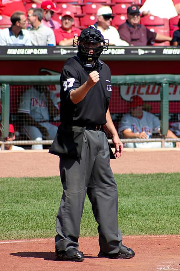 Western Heritage Baseball arbitro ball