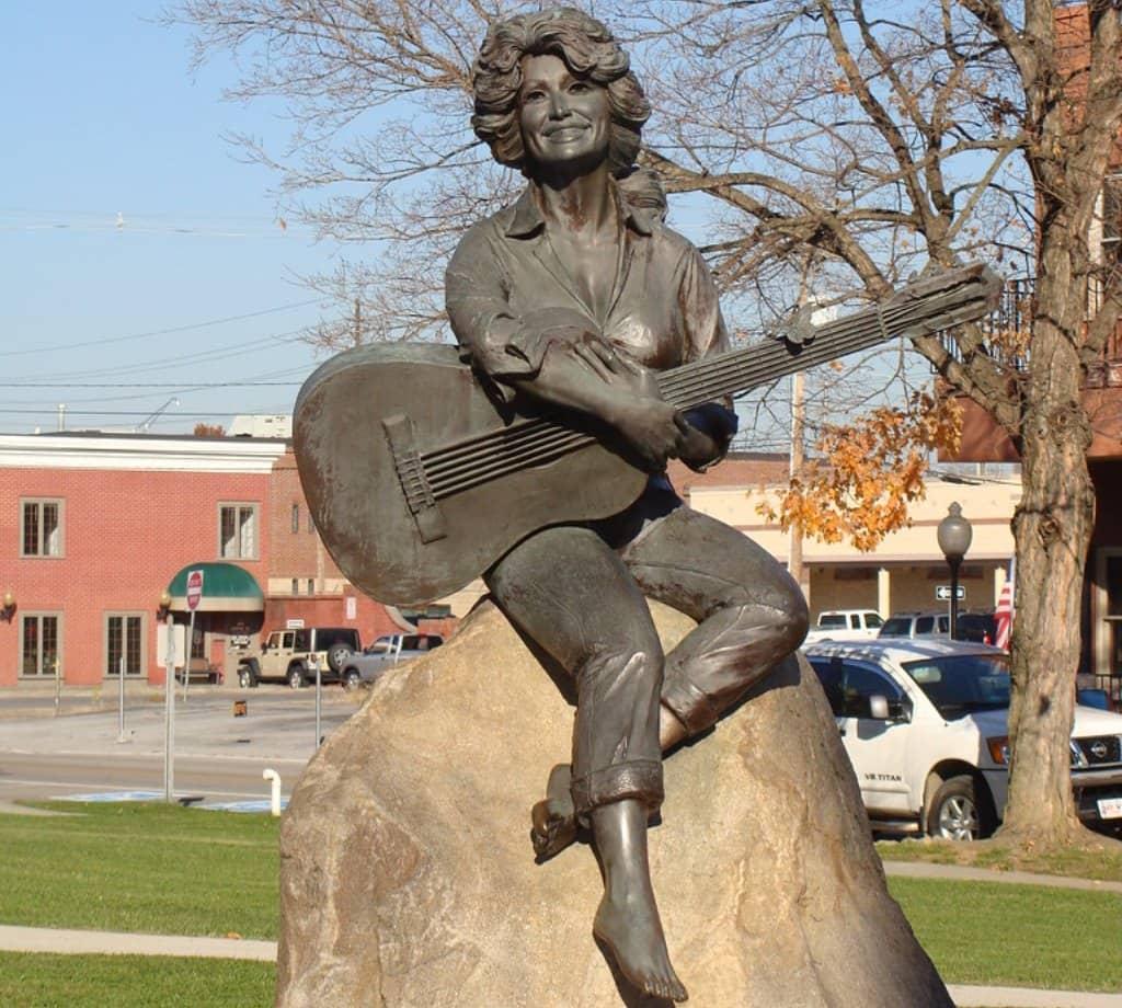 dolly parton statue del sud
